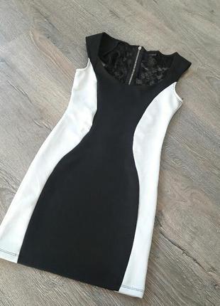 Элегантное платье по фигуре, уменьшающее силуэт