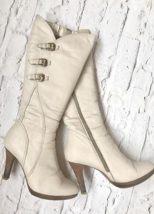 Натуральные кожаные с натуральным мехом зимние сапоги на каблуке