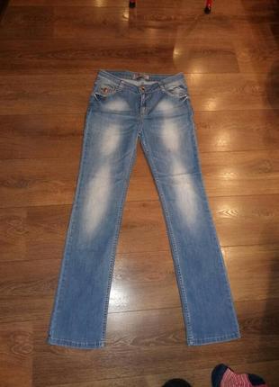 Голубые джинсы 29 размер