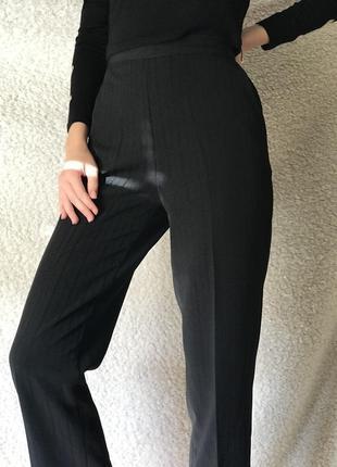 Штаны, брюки, черные, со стрелками, высокая посадка,на резинке классические 26-27!