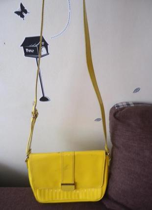 Яркая фирменная сумка