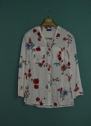 Красивая и нежная блуза с цветочным принтом