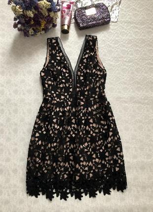 Ажурное кружевное шикарное платье .