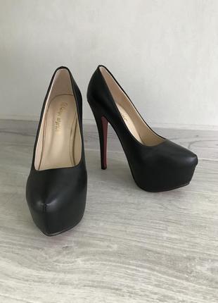 Красивые туфли из эко кожи на высоком каблуке