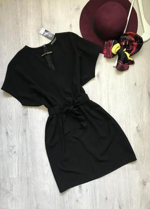 Чёрное платье под пояс