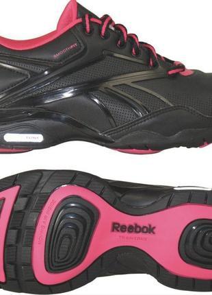 Женские кроссовки reebok train  tone для тренинга 40 р р. о состояние отличнейшее. кожа.