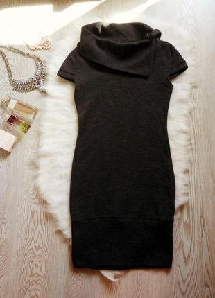 Новое вязанное платье миди с воротником и пуговичками теплое без рукавов как жилетка
