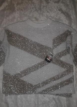 Красивый свитер свободного кроя