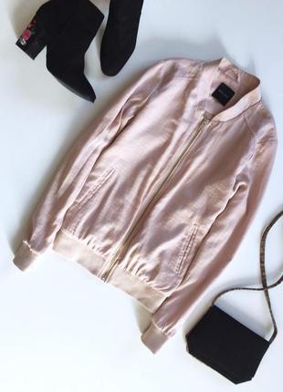 Стильная куртка бомбер с длинным рукавом пудрового цвета