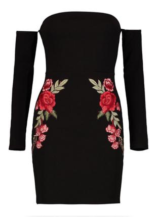 Новое красивейшее платье с вышивкой аппликацией и открытыми плечами boohoo night