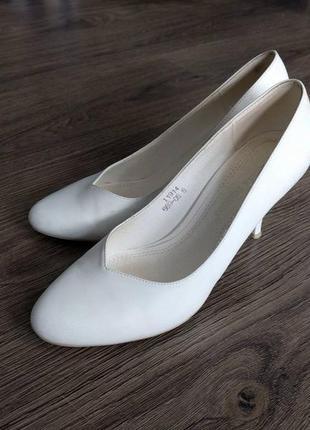 Белые свадебные туфли лодочки р.36