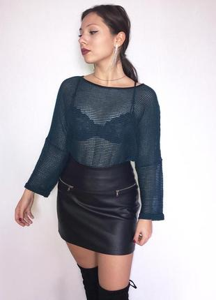 Стильный свитер в сеточку