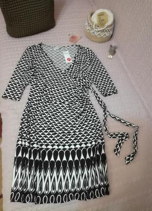 Черно-белое платье для беременных, р.14