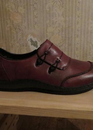 Продам новые ботинки rieker