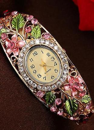 Часы-браслет . кварцевый механизм.