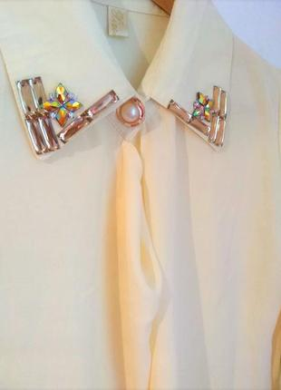 Новая блуза рубашка с вышитым воротником!