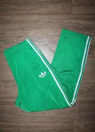 Оригинальные,яркие спортивные штаны adidas  л размер