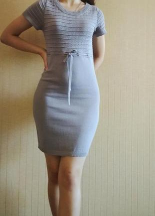 Трикотажное короткое платье с коротким рукавом