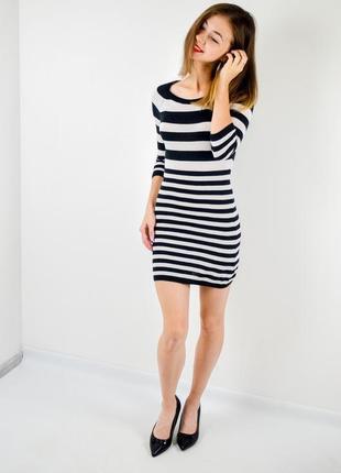 Divided by h&m черно-белое трикотажное мини платье в полоску с рукавом 3\4