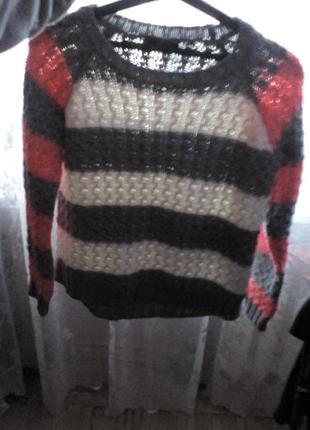 Яркий свитер