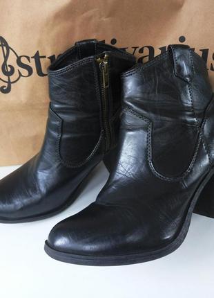 Качественные черные осенние ботиночки