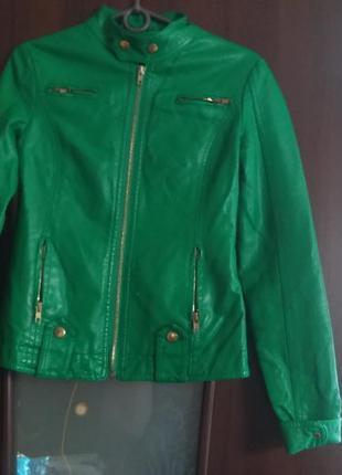 Красивая курточка с эко кожи раз.8
