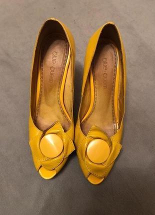 Желтые туфли на высоком каблуке из натуральной (!) кожи