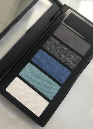 Палитра итальянских теней для глаз с зеркальцем от aden номер 1 black/blue