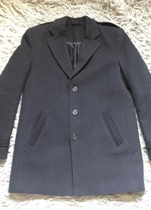 Зимнее чёрное мужское пальто. состояние идеальное, как новое. размер м