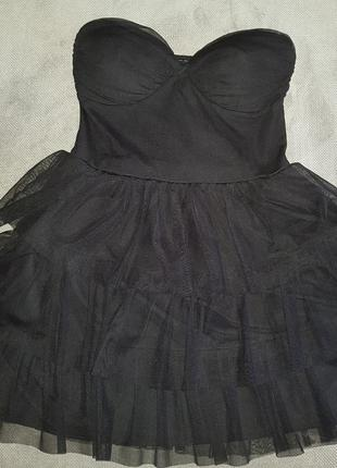 Короткое черное платье для вечеринки нарядно