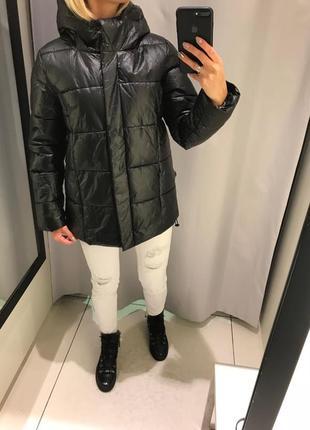 Чёрная куртка плотная курточка на синтепоне. reserved.