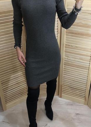 Трикотажное платье в рубчик atm