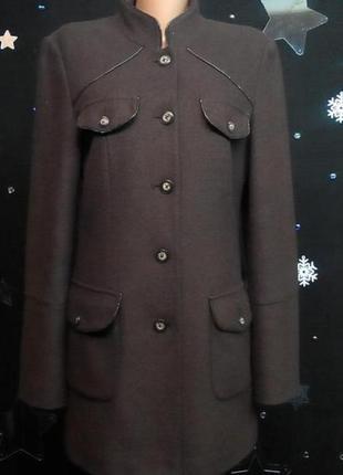 Пальто-френч с отделкой под змеиную кожу.
