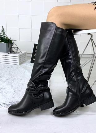 Стильные зимние сапоги на низком каблуке. размеры с 36 по 40