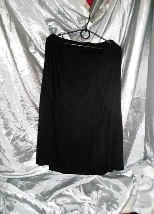 Юбка трикотажная, черная, расклешенная,1 фото