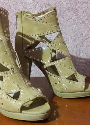 Стильные летние ботинки