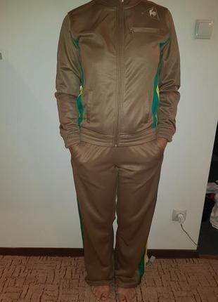 Спортивный костюм с лампасами*