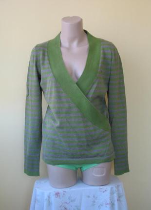 Джемпер зеленый, серые полосы