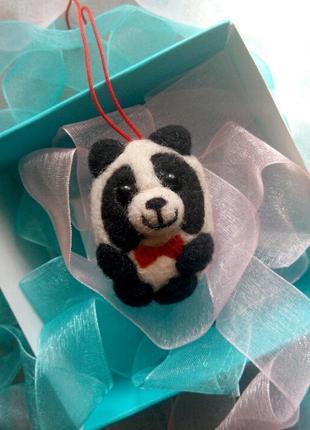 Подвеска брелок войлочная панда пандочка медвежонок валяная панда