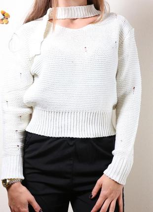 Красивий светер з чокером