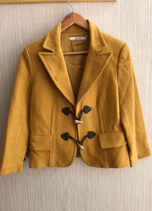 Горчичный укороченный пиджак zara, в хорошем состоянии