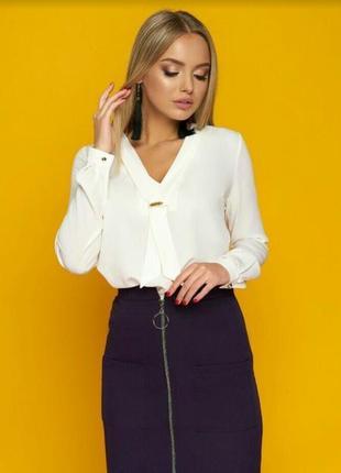 Красивая стильная элегантная деловая блуза молочного цвета размер л