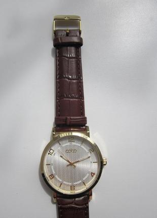 Часы золотистые с коричневым ремешком