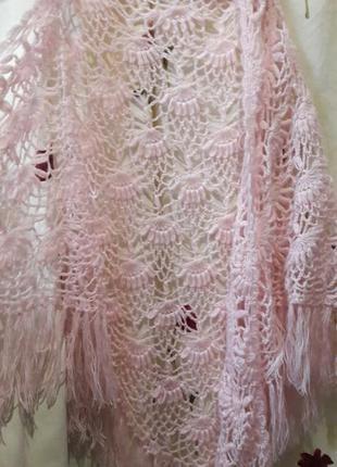 Красивый вязаный платок