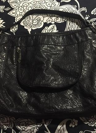 Чёрная вместительная сумка с короткой ручкой