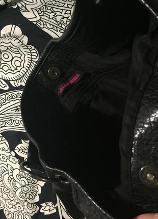 Чёрная вместительная сумка с короткой ручкой2