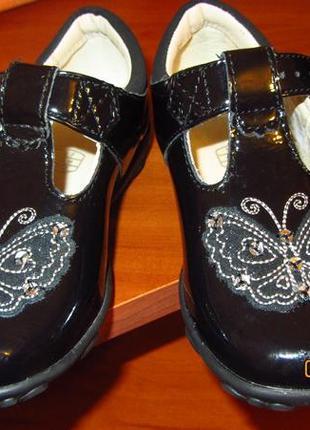 Туфельки clarks из лаковой кожи с мигающими огоньками в подошве