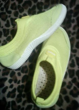 Ярко- желтые перфорированные легкие кроссовки с дышащей стелькой, по стельке 23см-23,5м