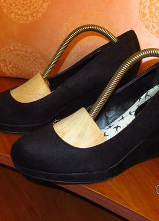 Туфли из плотного, крепкого текстиля
