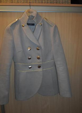 Стильное теплое пальто итальянского бренда rinascimento, размер с